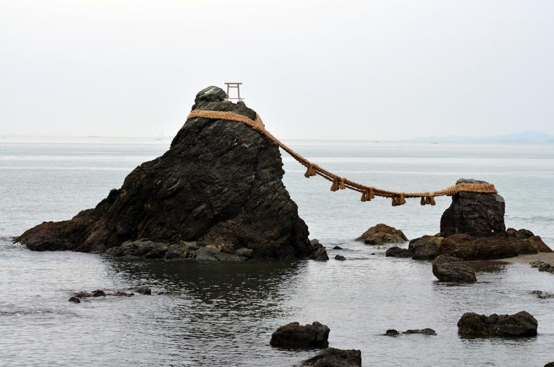 Verheiratete Felsen in Futami