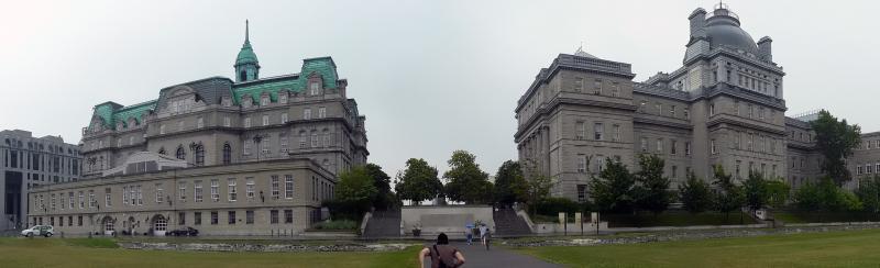 Panorama auf Rathaus (links) und altes Gerichtsgebäude
