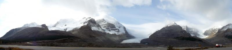 Vorbei am Athabasca-Gletscher