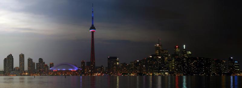 Panorama der Skyline im Verlauf des Abends