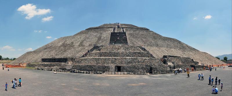 Die gewaltige Sonnenpyramide in Teotihuacan