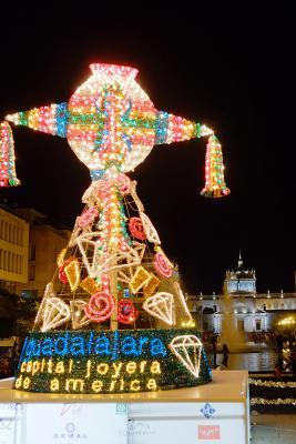 Leuchtende Piñata in Guadalajara