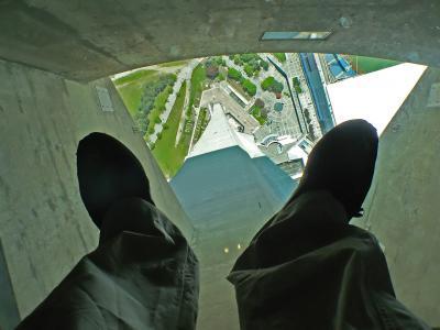 Auf dem berüchtigten Glasboden in 350m Höhe