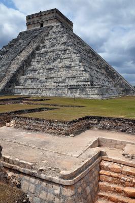 Neue Ausgrabungen bei der grossen Pyramide
