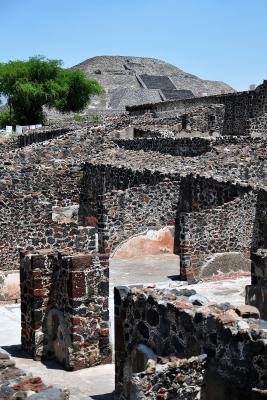 Tempelanlagen nahe der Mondpyramide in Teotihuacan