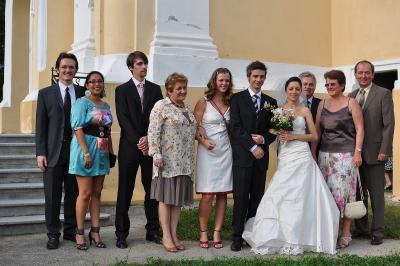 Gruppenbild mit Brautpaar