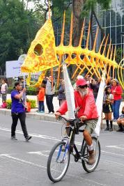 Alebrije monumental auf Fahrrad